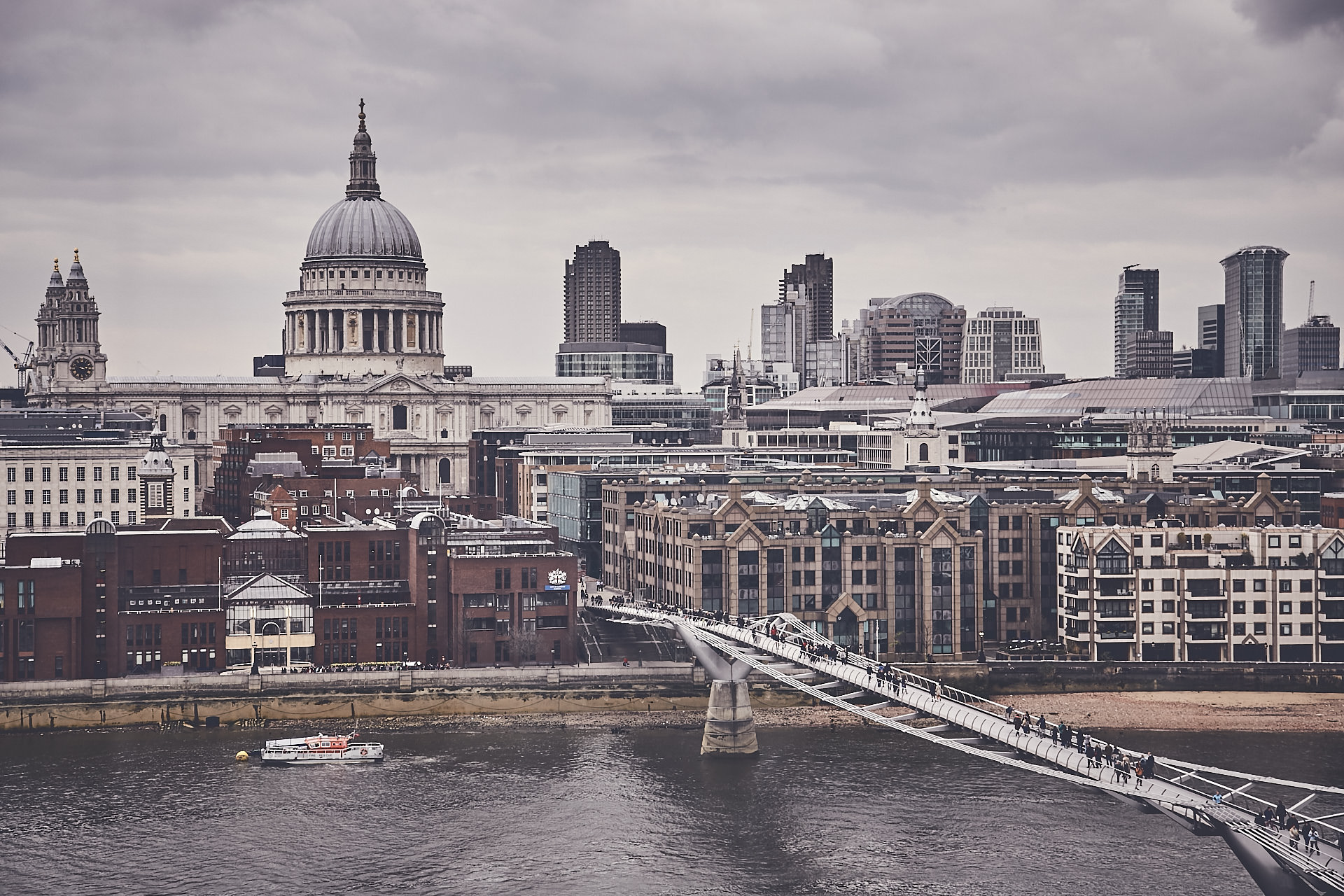 St Paul & Millenium Bridge - London - Royaume Uni